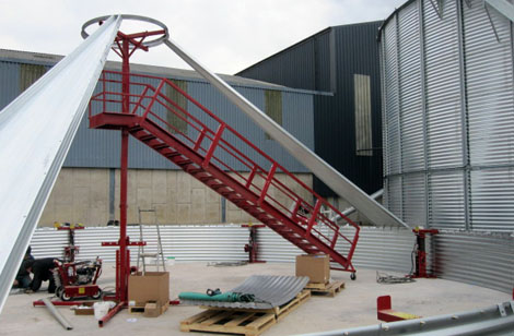 Specialist silo lifting jacks and ladders